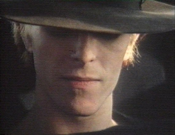 Back online - stream before it's gone again. David Bowie :: Cracked Actor (BBC Documentary) https://t.co/haeJN4DaTw https://t.co/xLUQpS6gXd