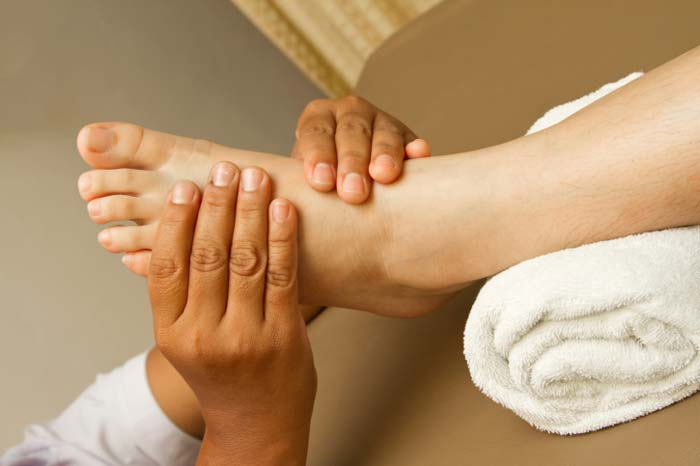 A recent study indicates that #reflexology reduces pain more than #relaxation alone >> https://t.co/OTvcBjc2o8 https://t.co/5BJJM2aVtr