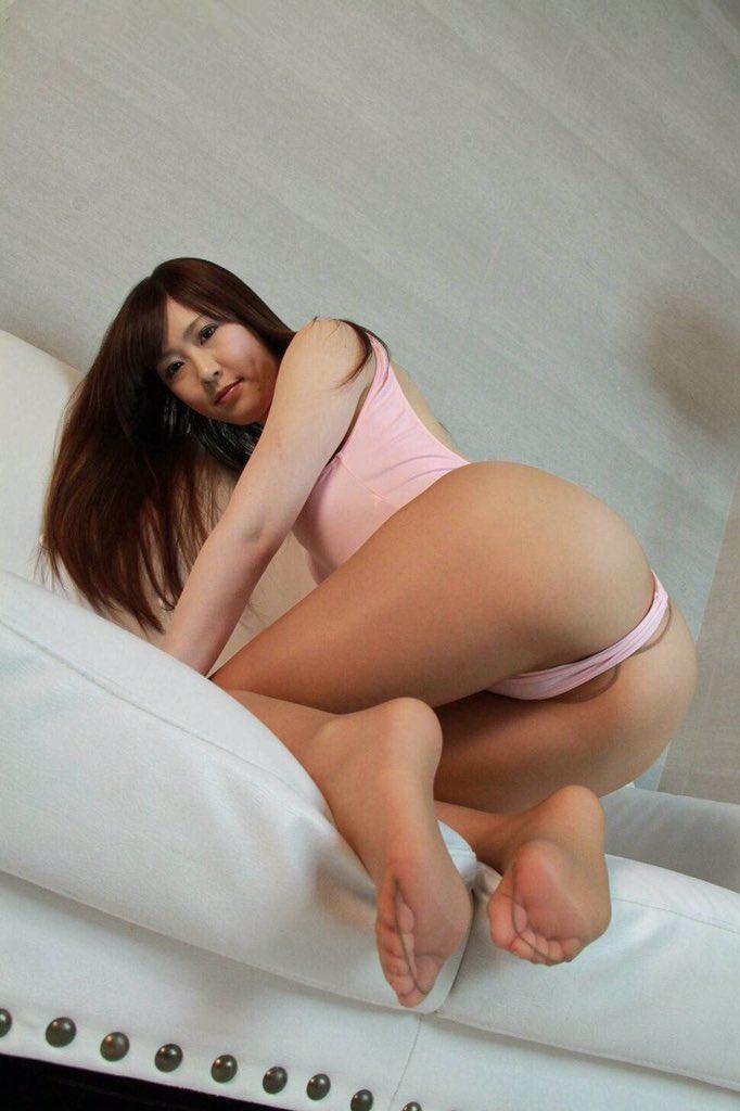Candid ebony sexy legs crossed - 2 part 5