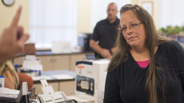 Kentucky clerk Kim Davis will attend SOTU https://t.co/PvxuYodnbo https://t.co/8lQm9S4twk