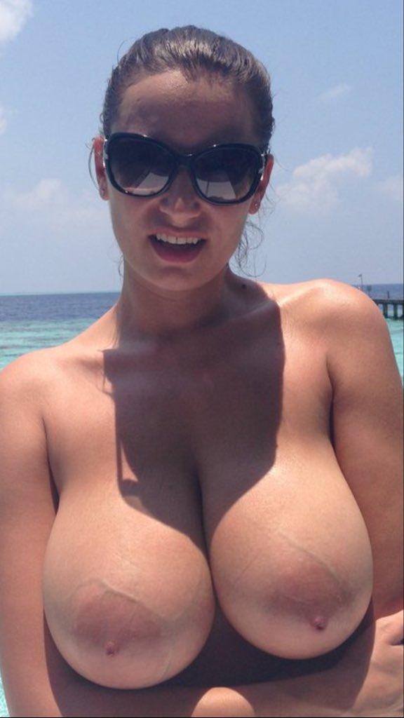 jiggling tits