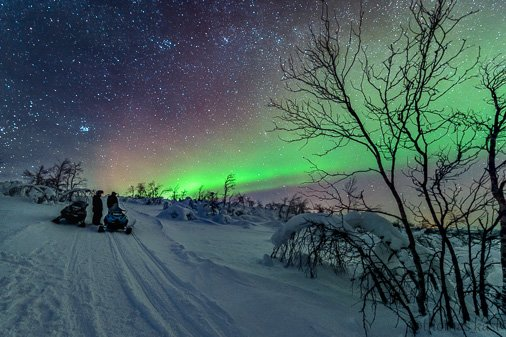 MT @thomas_kast: Sometimes you realize how small we are. #photography #Northernlights #Finland https://t.co/fgNIvP5JMg