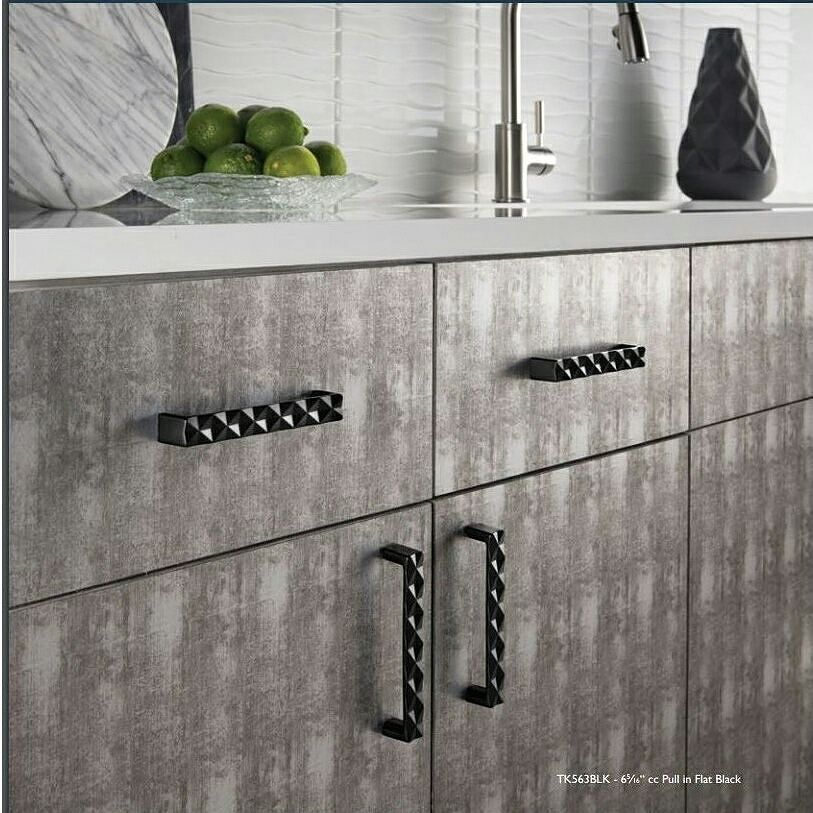 Visiting #KBIS2016 in Vegas.  #1 in #kitchedesign trends. Textured hardware via @topknobs … https://t.co/eytUjx7Dtm https://t.co/kRf6kPB2Jq
