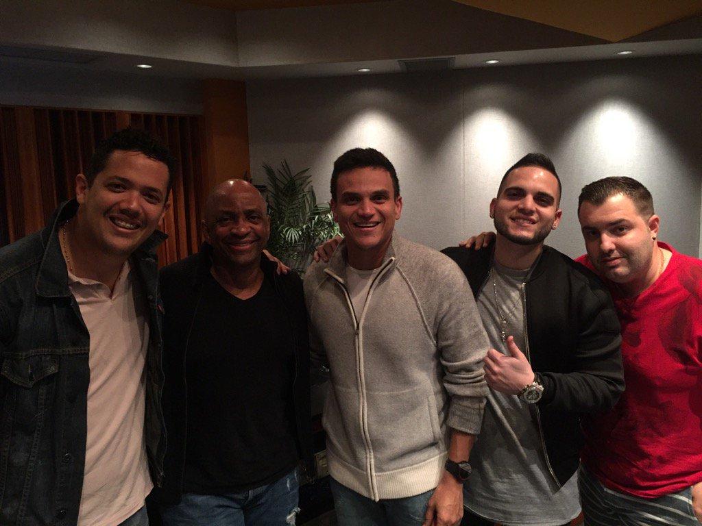 Grabando con @SilvestreFDC, Lucho Ortega, @juanmarioaracil y Sharo Torres. Para el disco de ???? https://t.co/VM3dpBmpfd