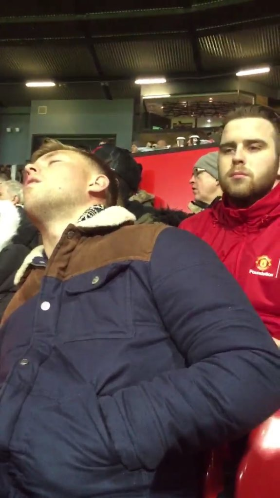 Does anyone know who this lad is asleep at Old Trafford? #powernap #ManUtdvSheffieldUtd https://t.co/hISZwuEPnM