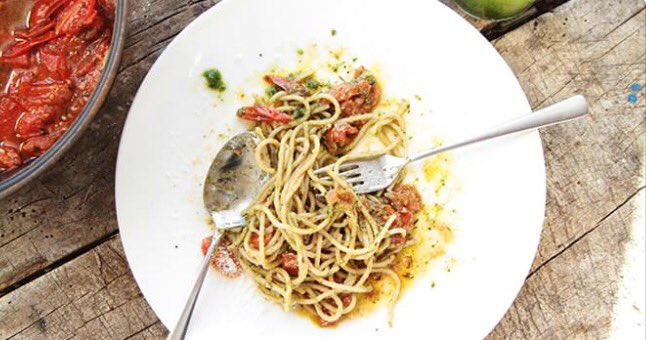 #nomeat #turningveggie nieuwe blog online! http://www.veggieverymuch.com/uncategorized/spaghetti-met-pesto-en-cherry-tomaatjes/…