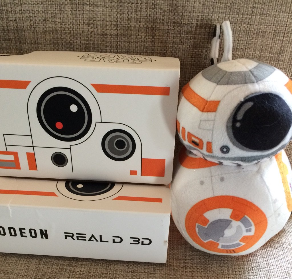Thanks @RealD3DUK for my @ODEONCinemas @StarWarsUK BB8 @googlecardboard glasses! https://t.co/dE6xPBS6t6