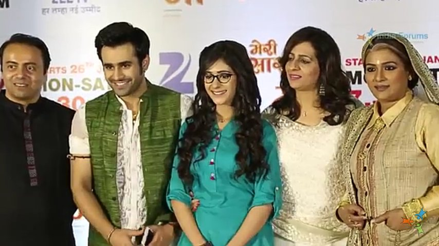 Pearl V Puri and Hiba Nawab as Pari and Sattu in Meri Sasu Maa on Zee TV