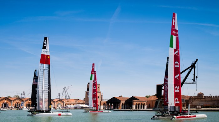Navigando nel Golfo dell'Oman: arriva la Louis Vuitton America's Cup World Series