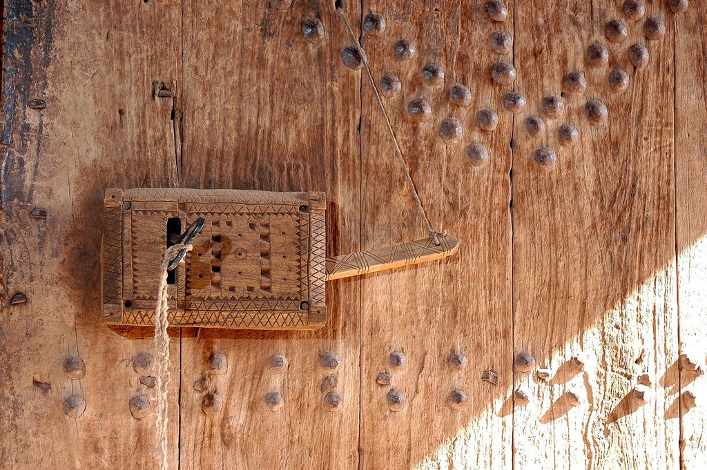@thehistoryguy The Ksar of Aït Benhaddou. Doors and locks made out of wood. 18th C. https://t.co/U7cNfjxcoN