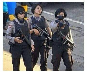And here is our wonder women !! Chemungudddd #KamiTidakTakut #kamiMurka https://t.co/WcI8sJIeFe