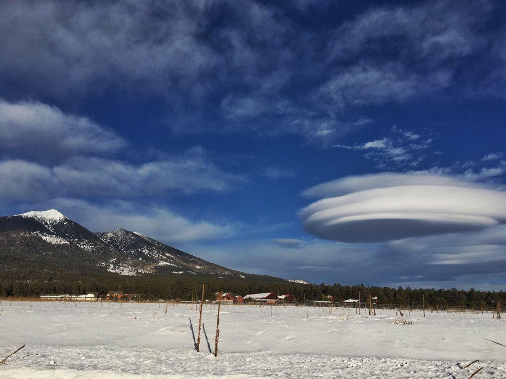http://blogs.discovermagazine.com/imageo/2016/01/18/lenticular-clouds-over-flagstaff-and-boulder/#.VrTt7rkrIy5