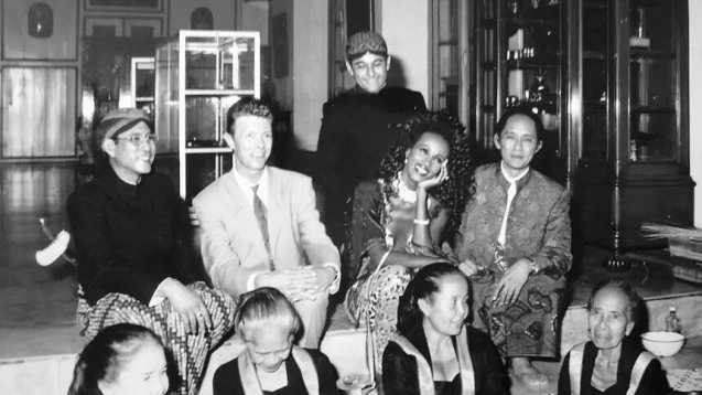 Meanwhile *in non-terrorism related* Indonesia news: David Bowie and his love for Indonesia https://t.co/TiqNwkg31Q https://t.co/O1jMMCbg6n