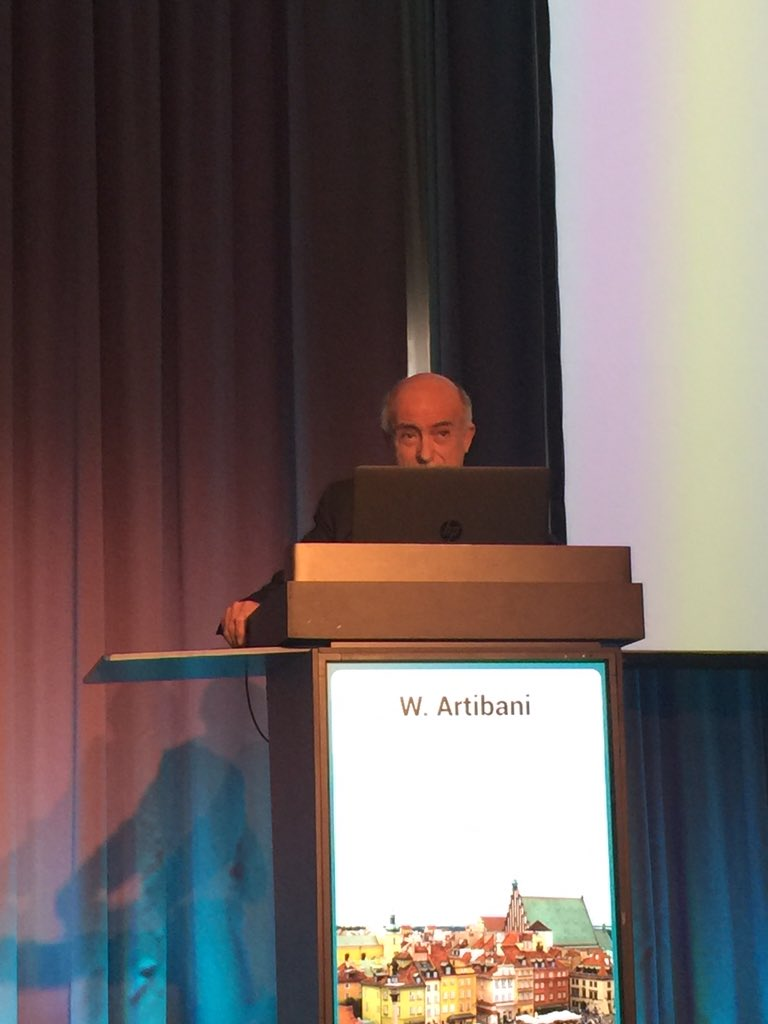 #ESOU16 @SIU_Italia SIU president prof Artibani smartly addressing the focal therapy issue! @WalterArtibani @Uroweb https://t.co/FGBKYTQcFb