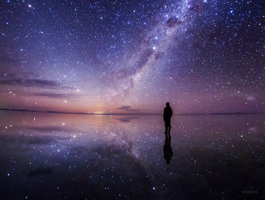 生まれて初めて星野に立つ。満天の星を映す天空の鏡い。(南米ウユニ塩湖にて本日撮影) pic.twitter.com/T0hLibYo57
