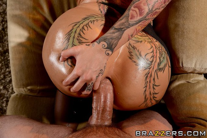 RT @Brazzers: #AnalAlert It's not everyday we get to present an ass like this. Wow... @InkyBellaBellz