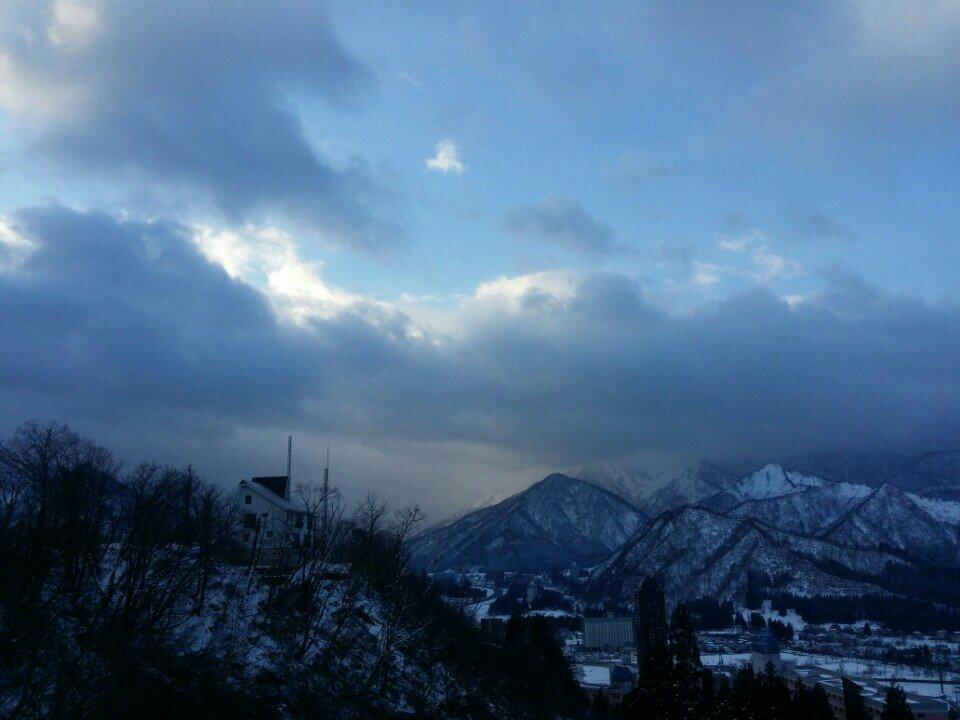 おはよう 湯沢! 今朝の最低気温 ー4.7 ℃ ちょっと雪っぽいけど 出かけます ^^; (@ パノラミック湯沢) https://t.co/6Ds0cdRmuE https://t.co/K0EiTHZV7b