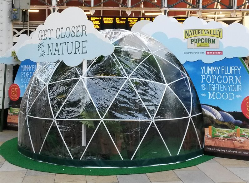 Chase away those morning blues, pop by our mini Biome @networkrailRDG for a free NV Popcorn bar @edenproject ! https://t.co/VopGsD8dZD