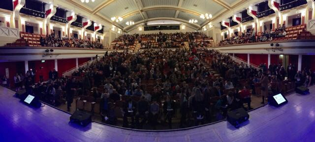 De Montfort Hall filling up #SirDavidAtLeicester https://t.co/MnLBnNB2Qi