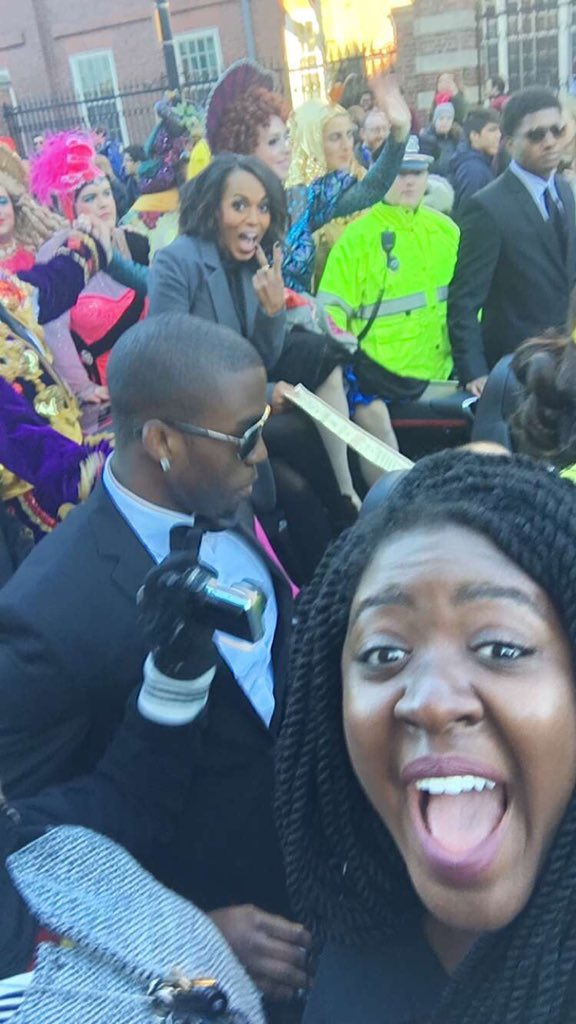 Best fan selfie with @kerrywashington at Hasty Pudding parade. Simi Tani-Olugbemi wins. https://t.co/yDrSrUMlLs