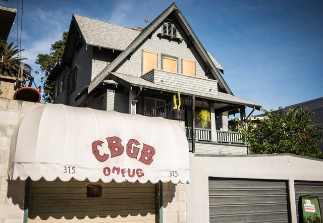 Who has the original CBGB awnings? @Gothamist uncovers theft, vandalism, and a THIRD awning https://t.co/UMUXKcE2CT https://t.co/aR1MHdmqXO