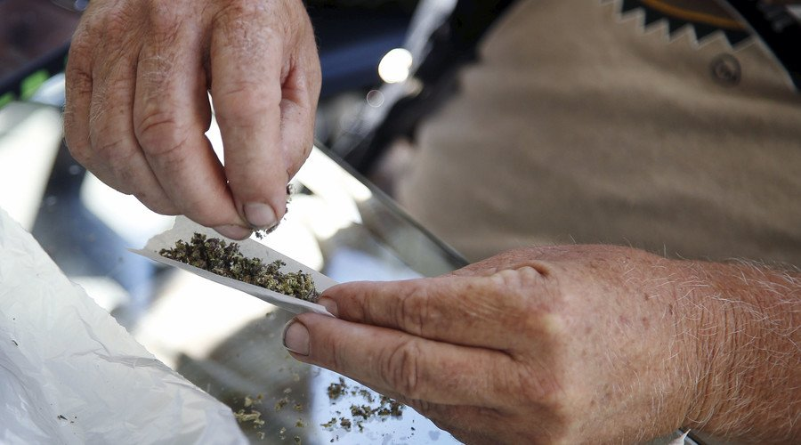 United Stoners of America: More than 33mn US citizens smoke pot