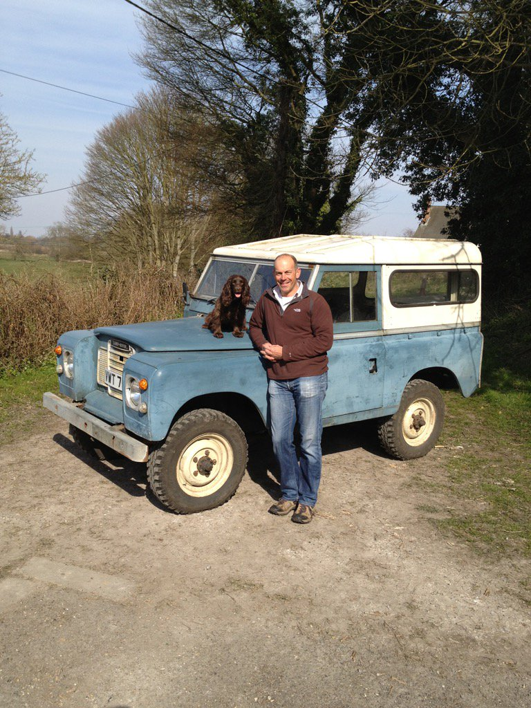 Landrover Defender - Icon of Britishness. Production ends 2day. This my faithful old friend. Love it! @LandRover_UK https://t.co/dTRE9tJCbF