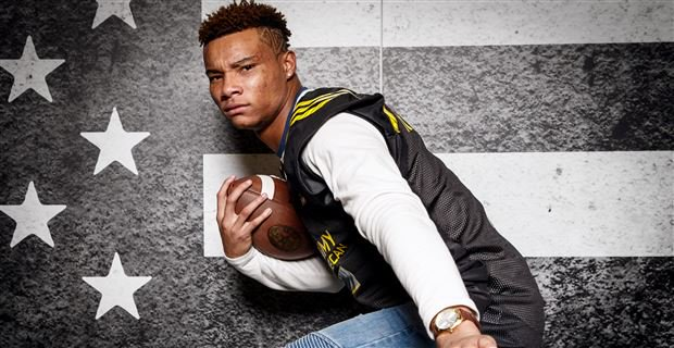 Demetris Robertson says he's sold on #UGA, would like to play with @skinnyqb10 & @LilEasy_35 https://t.co/HjUOTG2VvA https://t.co/RwN6if7LpB