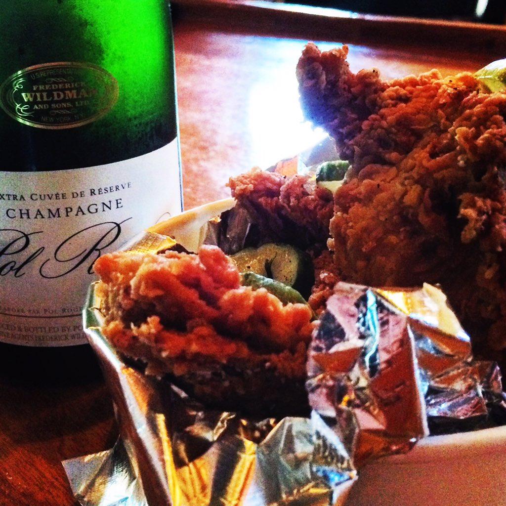 Birds & Bubbles, Friday Night, what else do you need? #winnerwinnerchickendinner #choose901 https://t.co/q09Kd3USll