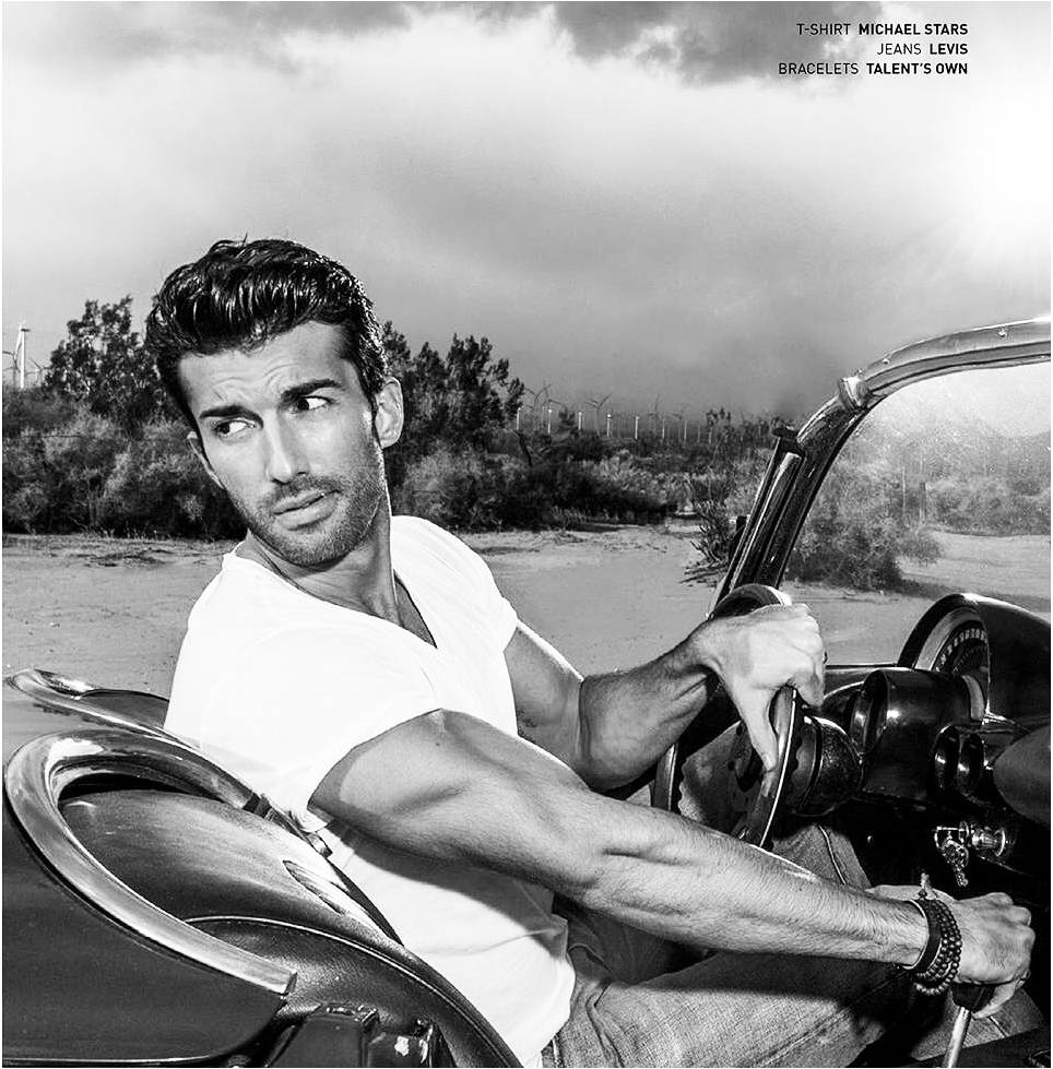 The ultimate #MichaelStarsMan | Actor @justinbaldoni looking good in the Pacific V Neck Tee! https://t.co/cHs4YI6zaX https://t.co/OGh8NK9My5