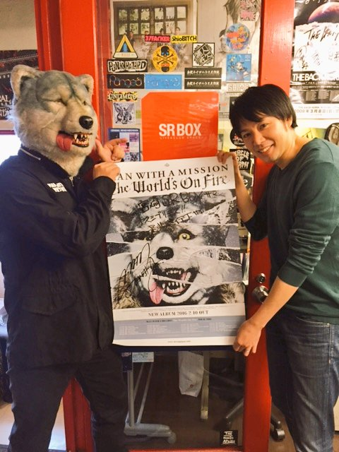 宮崎ガゥ。 6年ブリニSR BOXさんニ御挨拶。 図師さん相変ワラズイケメンデイイヒト(¬з¬) 御対応頂キアリガトウゴザイマシタ! #狼どうでしょう #TheWorldsOnFire