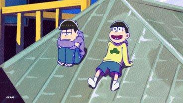【第17話まであと2日】TVアニメ「おそ松さん」第17話「十四松まつり」より。屋根の上は気持ち良さそ…
