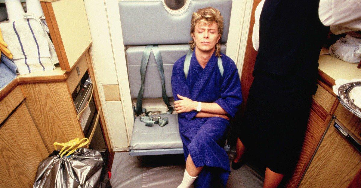 Rock in alta quota: British Airways rende omaggio a David Bowie