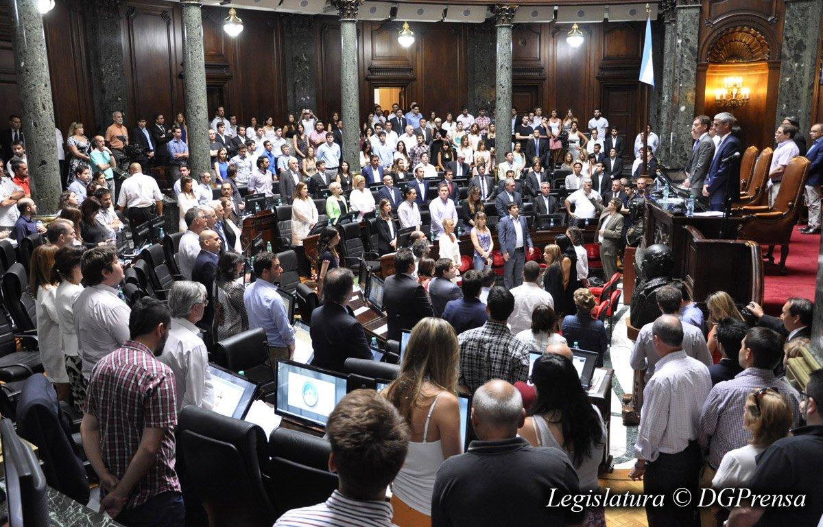 Un minuto de silencio por el fiscal Nisman https://t.co/wnV6OEOnsb https://t.co/Pjwq0RRQZI