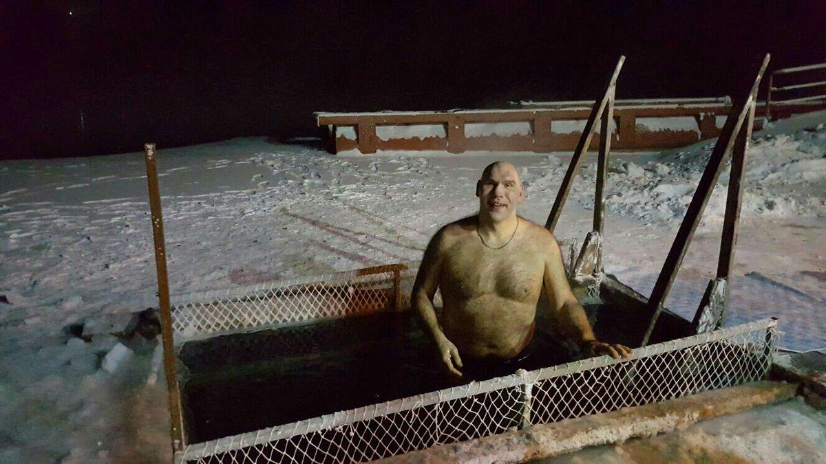 """Украинцы празднуют Крещение, окунаясь в ледяную воду: """"Кто-то еще мерзнет?!"""" - Цензор.НЕТ 6482"""
