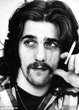 RIP Glenn Frey ❤️ Another Legend gone to young !!! That band in the heavens is getting strong. https://t.co/ssQpkSrofE