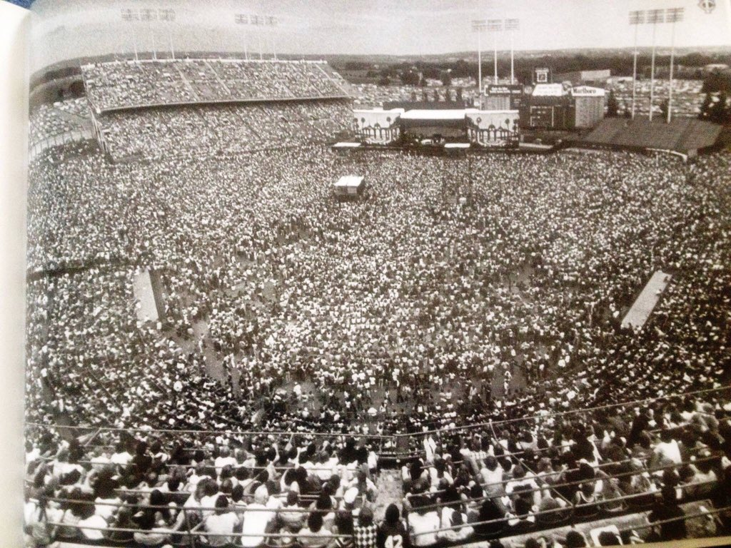 8/1/78. An Eagles concert draws largest crowd in Metropolitan Stadium history. RIP Glen Frey. https://t.co/TujXSs0PRt