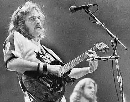 Try & find another rock star who, in concert, sported both road & home Leafs sweaters at gigs. #RIPGlennFrey https://t.co/H7ScPq56JQ