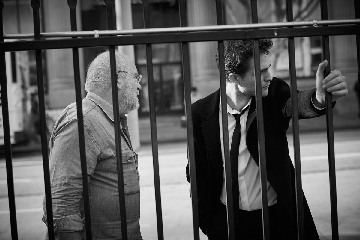 New BTS Pictures of Robert Pattinson from Dior Homme's new campaign https://t.co/DYvrF0L0oQ #DiorRob https://t.co/nG5Pwez5CU