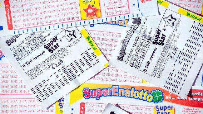 50 mila euro vinti al SuperEnalotto, controlla i numeri vincenti di Lotto e 10eLotto