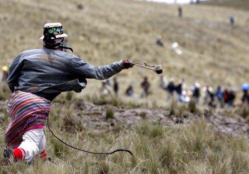 """Perù: un morto e diversi feriti nella battaglia rituale """"Chiaraje"""""""