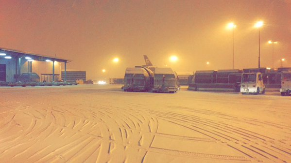 PHOTOS: Snow hits #Kentuckiana early Wednesday morning ---> https://t.co/mgsxBdovzr