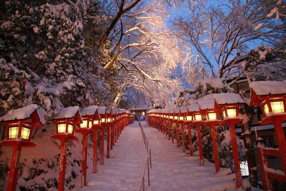 【速報】本日、貴船神社で「積雪日限定ライトアップ」が開催!美しい雪景色が明るく照らされますよ。詳しくはokeihan.net/navi/event/det…(写真は昨年撮影のもの)#貴船神社 #kyoto #京都 #ライトアップ pic.twitter.com/nmp6tR3O36