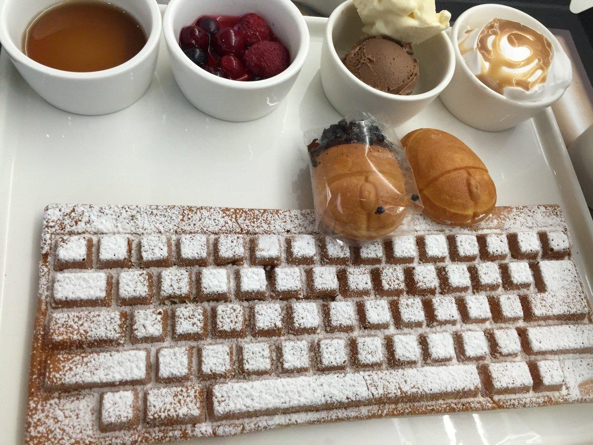 폐관시간이 다가와서 넥슨컴퓨터박물관은 다음에 다시 오기로 하고 그 유명한 키보드와플과 마우스빵을 드디어 영접