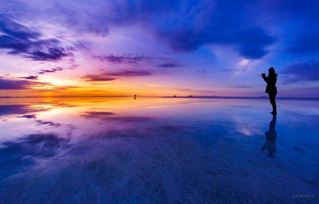 夜明けを映す天空の鏡。地球の裏側でたどりついた光景。(先日ウユニ塩湖にて撮影) pic.twitter.com/BD2zlEdJ2M