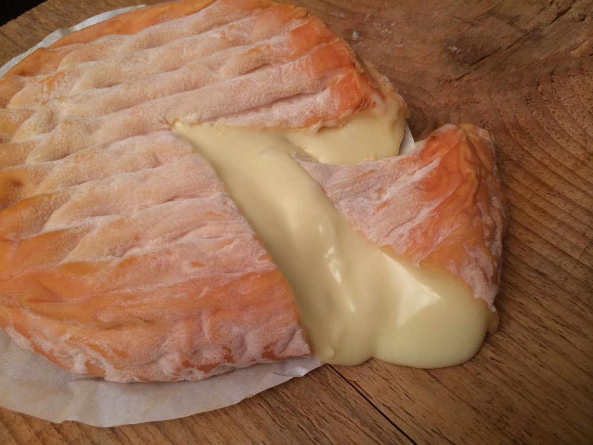 Nothing like some gooey Époisses de Bourgogne to celebrate #NationalCheeseLoversDay (our favorite holiday!) https://t.co/zLDLK8OBJM