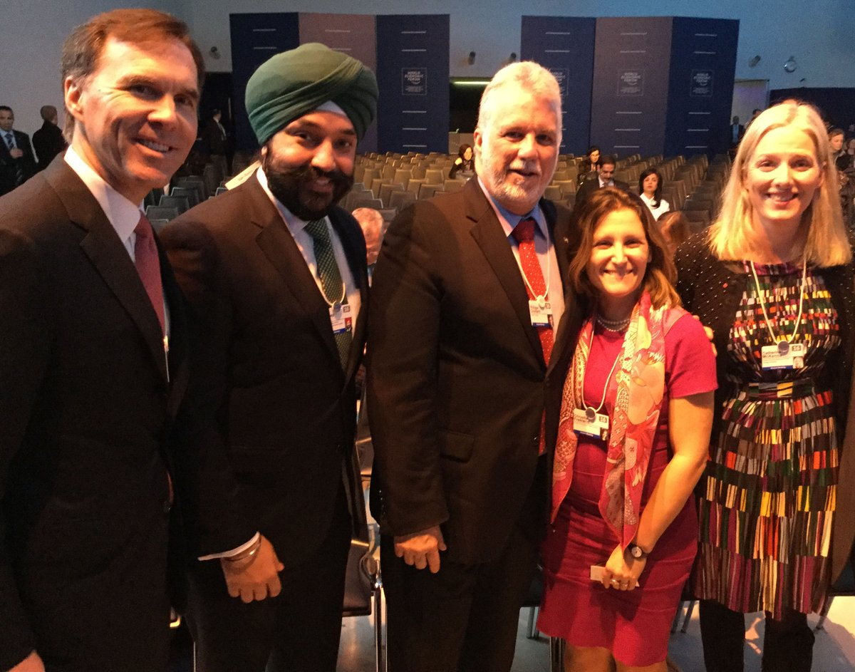 W/ @phcouillard & my colleagues @MinisterISED @ec_minister & B. Morneau for @CanadianPM address #WEF - Min Freeland https://t.co/NFswx6wMWf