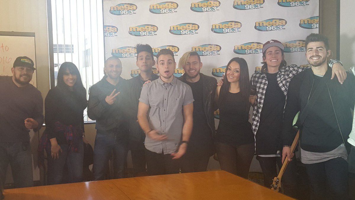 Hangin con @Los5Music at the #Calibash2016Twitter Party!!  Win ur tix Now!! https://t.co/GgLg4Ih4FQ