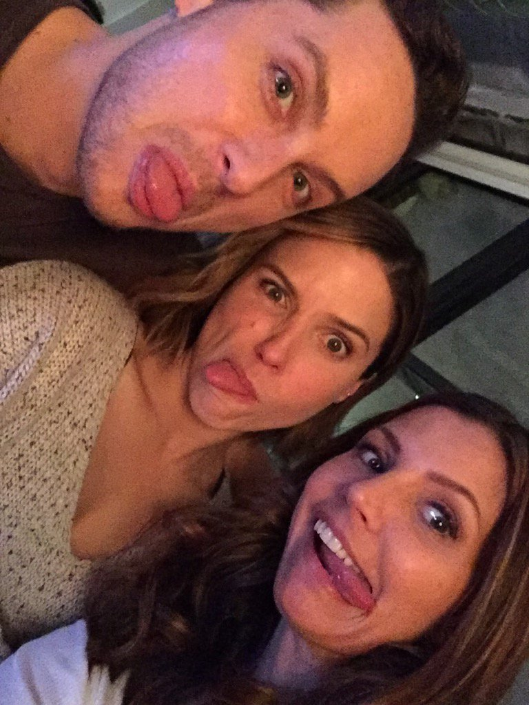 #SuperDramaticLoveTriangle @NBCChicagoPD @SophiaBush @jesseleesoffer https://t.co/8qlV8HVCKn