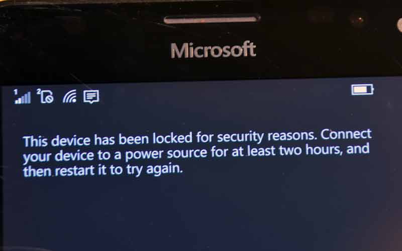 WTF is this? Locked out of my own phone, for no reason I know of :( #windows10mobile #Lumia950XL https://t.co/X5A35CpLRw